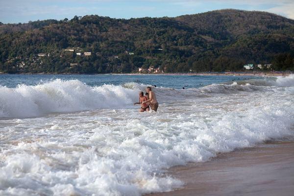 Люди тонут молча безопасность, меры предосторожности, отпуск, пляж