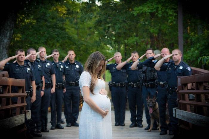 Беременная женщина позирует для фотоснимка. Но, когда я увидел ЭТО у нее на шее, у меня отняло дар речи...