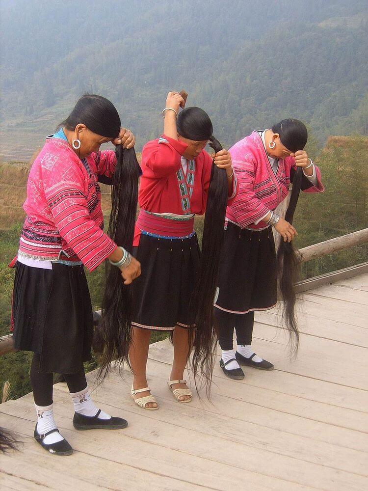 Похлеще Рапунцель: необычное поселение в Китае, где для женщин главное прическа