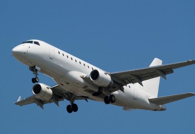 S7 с апреля начнет полеты по новым направлениям в России на самолетах Embraer 170-LR