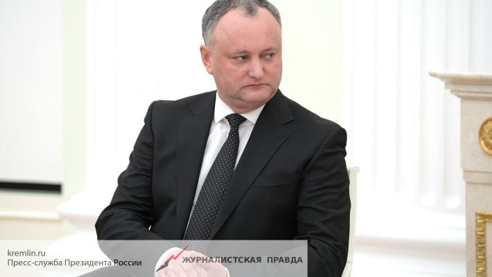 Президент Молдавии потребовал от послов США и Румынии не влезать в дела республики