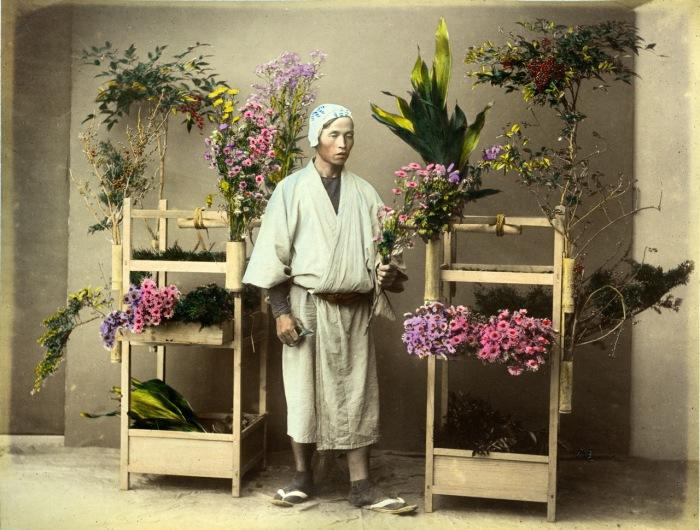 Естественный мир Японии всегда обеспечивал красивые цветы во все сезоны.