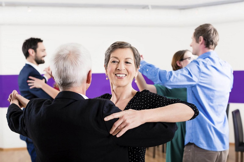 танцующие старики