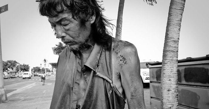 10 лет фотографировала бездомных, и в одном из них узнала своего отца