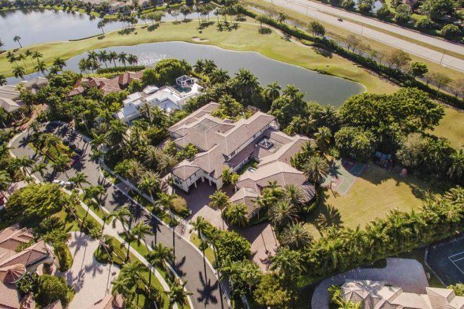 Во Флориде бизнесмен назло родителям построил себе дом детской мечты
