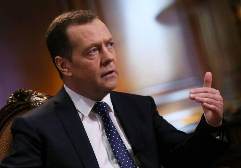 Медведев ответил на выпады и угрозы Лукашенко