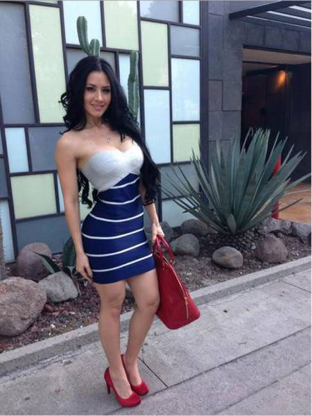Skin-tight Dresses Are a Stunning Invention (52 pics)