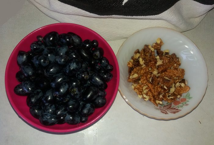 Варенье из винограда с грецким орехом