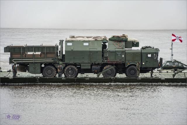 """100-тонная боевая машина """"Ярс"""" форсировала Оку"""