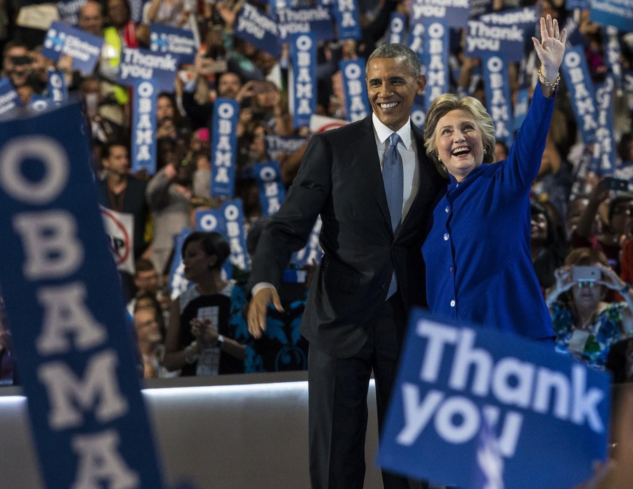 Опрос показал, что Обама и Клинтон считаются самыми уважаемыми людьми в США