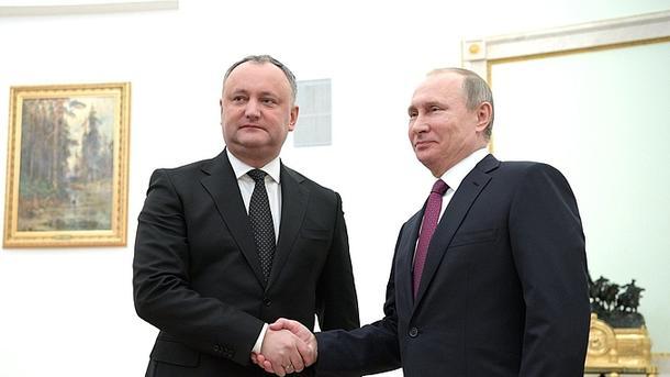 Путин подарил Додону карту М…