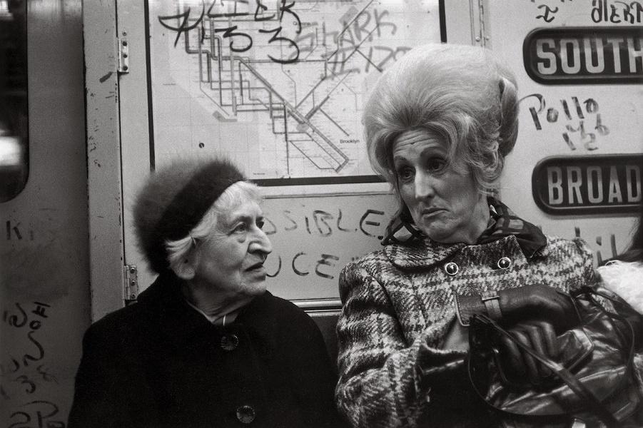 Нью-Йорк 1970-х годов... Те, кто выглядят несчастными, те, кто выглядят счастливыми ...