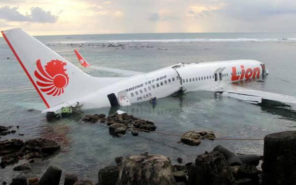 Почему самолеты Boeing начали падать?