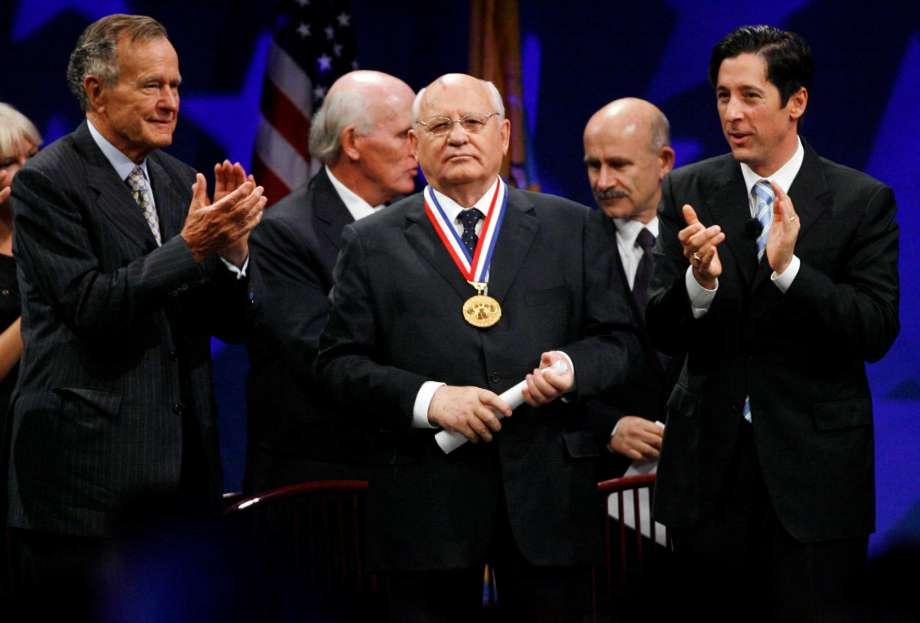 Горбачев — раскрыта цена чудовищного предательства и развала СССР