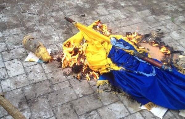 В ссылку на Донбасс: за сожжение украинского флага детей отправят на «перевоспитание» в лагерь АТО