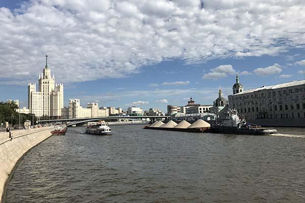 Демограф предложил Путину перенести столицу России за Урал