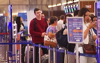Желающие улететь на праздники из Москвы штурмуют аэропорты