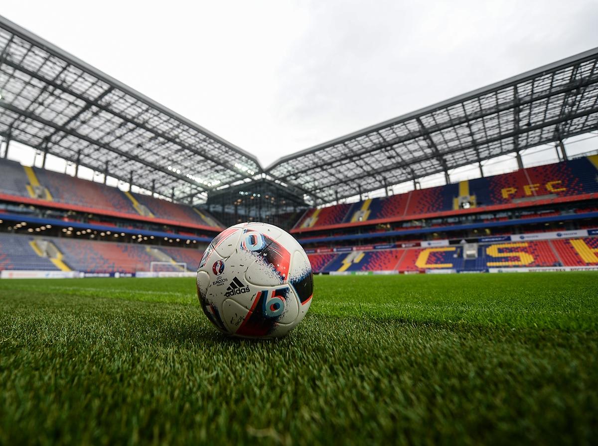 Как сборная России играла на новых стадионах. Алексей Андронов изучает историю