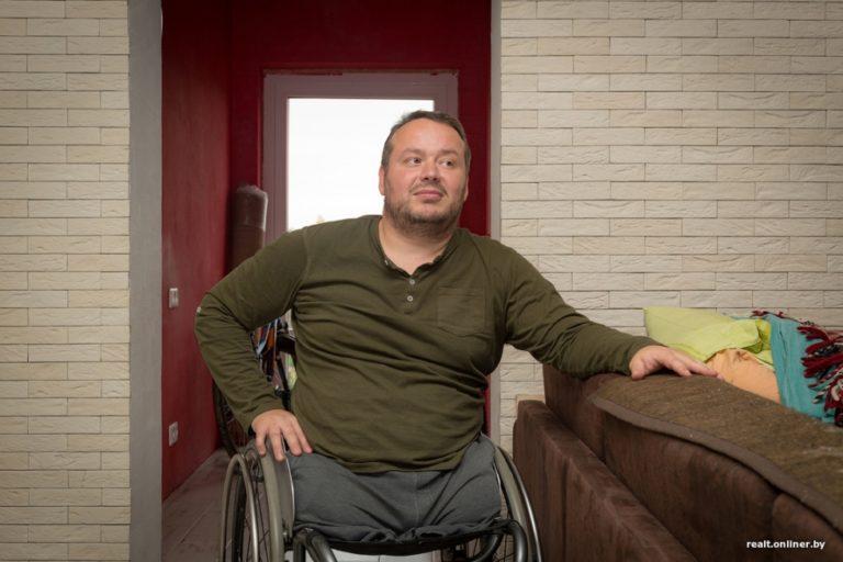 Люди не понимали зачем инвалид-колясочник купил старый деревенский магазин
