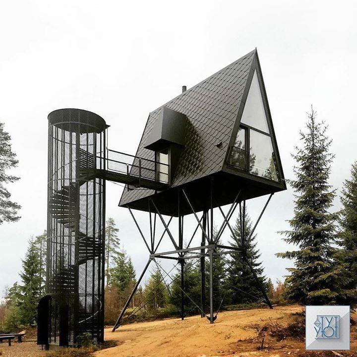 🏡 Когда увидела этот домик, сначала не поняла что это!)  Безусловно, интересная мысль. Но вы бы стали в нём жить?)