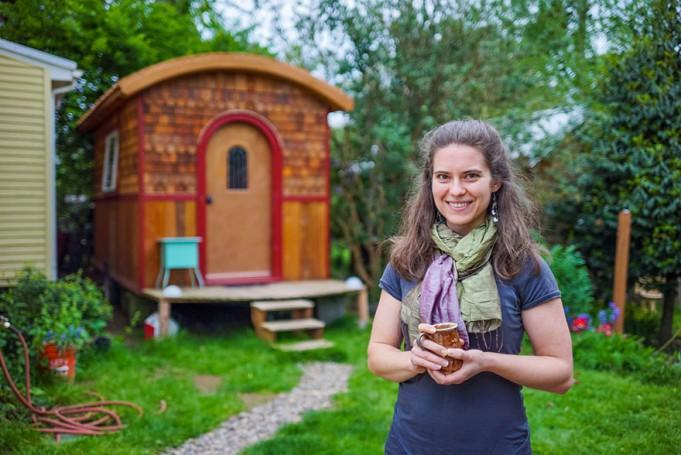 Люди, живущие в крошечных, но уютных домах