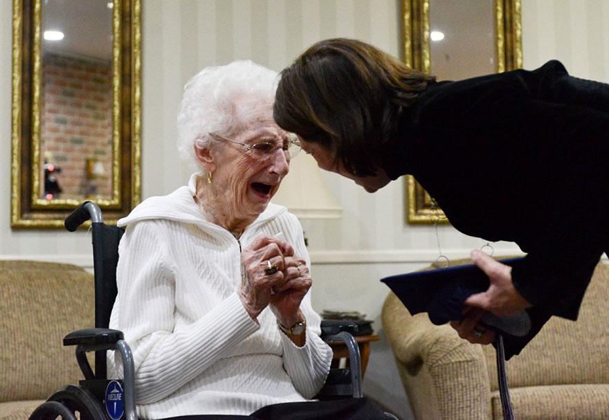 97-летняя старушка получила диплом об образовании