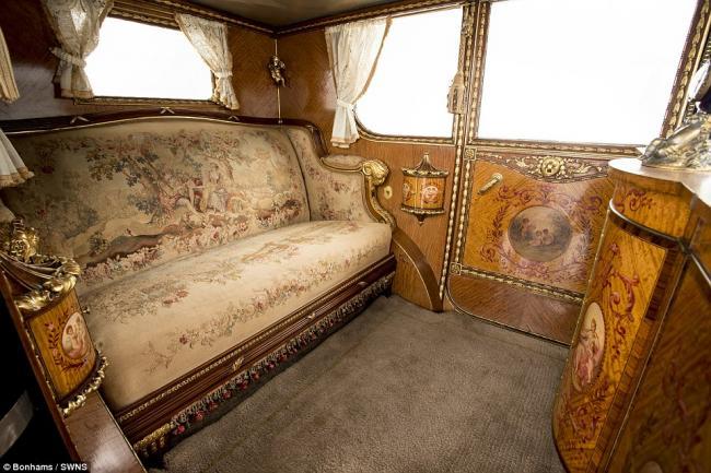 Rolls-Royce выпуска 1926 года - это маленький дворец на колесах.