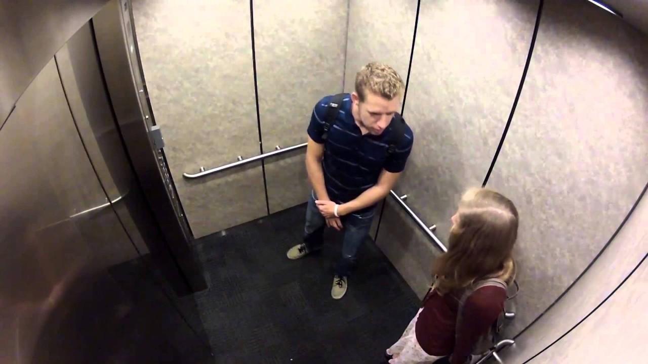 Секс в туалете одна на двоих, Пьяную ебут в туалете клуба -видео. Смотреть 4 фотография