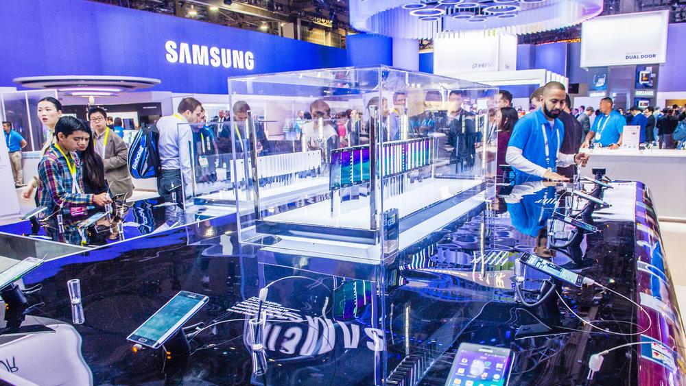 Samsung выпустит смартфон с гибким экраном в 2018 году