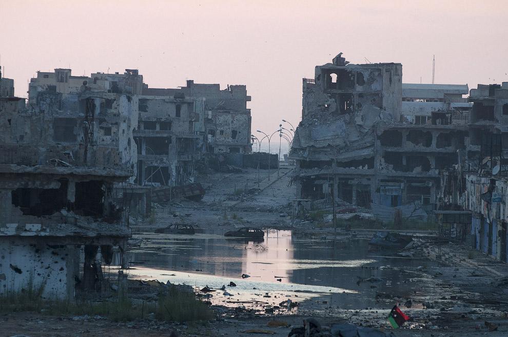 Запад сверг Каддафи. Война превратила многие места в города-призраки. Это Бенгази, Ливия