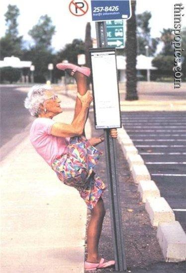 Люди, не лежите овощем! В соцсетях поделились историями про крутую старость