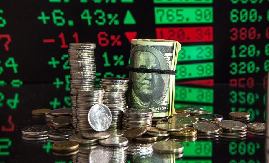 Курсы доллара и евро достигли минимума с июля 2015 года