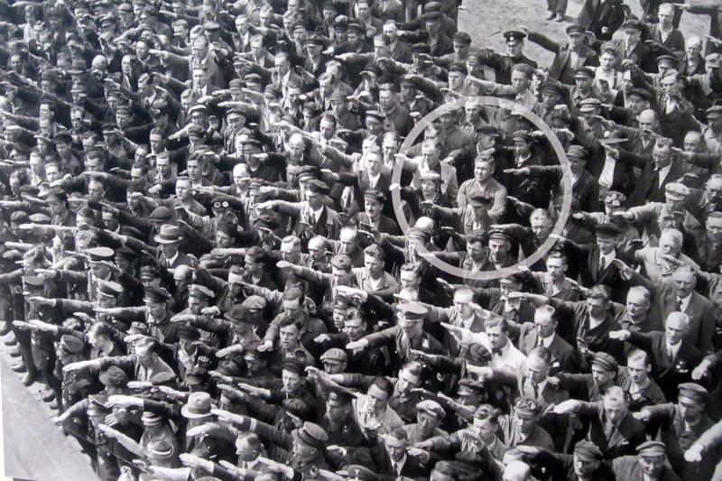 История Августа Ландмессера — человека с фотографии, не поднявшего руку в нацистском приветствии