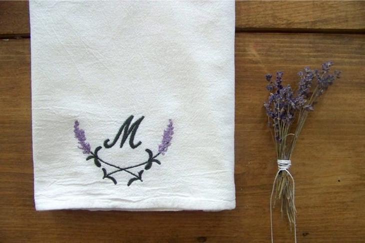 Кухонное полотенце с вышитой монограммой