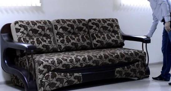 Этот необычный диван поразил…