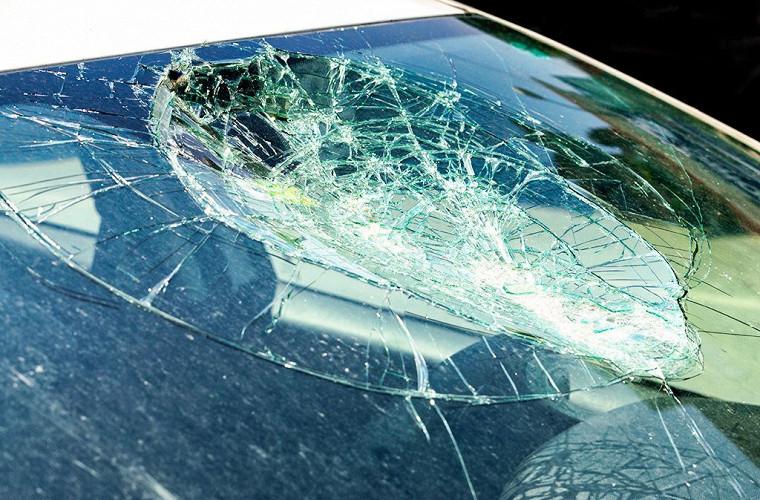 Камень прилетел в лобовое стекло - суд принял неожиданное решение