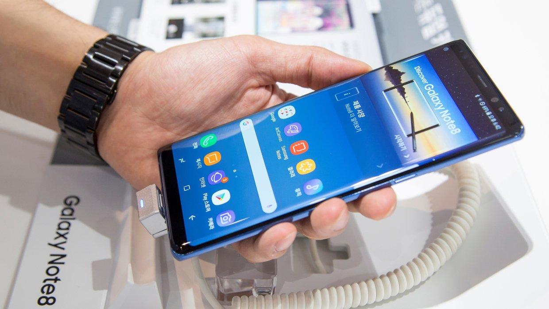 Специалисты назвали лучшие смартфоны 2017 года