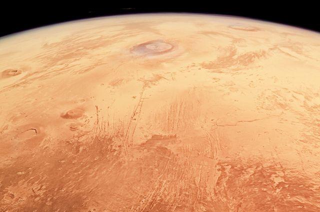 ESA показало первый широкоугольный снимок Марса