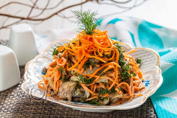 Салат Ñ ÐºÑƒÑ€Ð¸Ð½Ð¾Ð¹ печенью и корейÑкой морковью