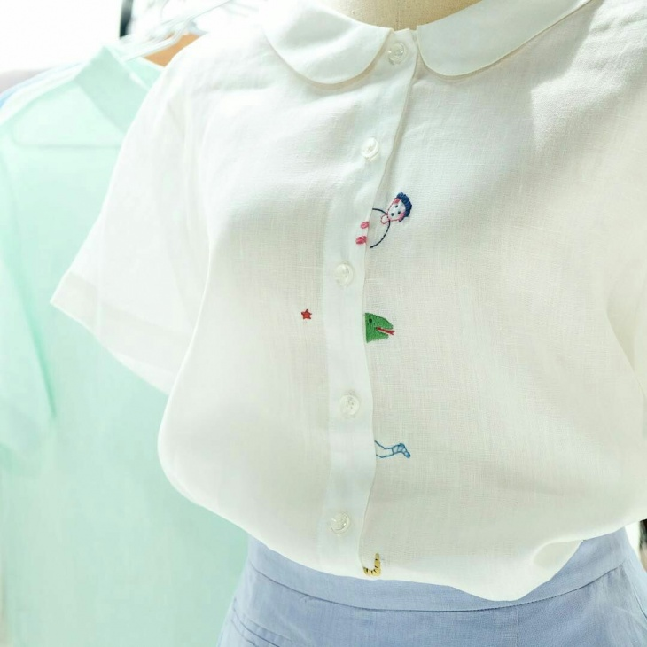 Блузка со смешной вышивкой