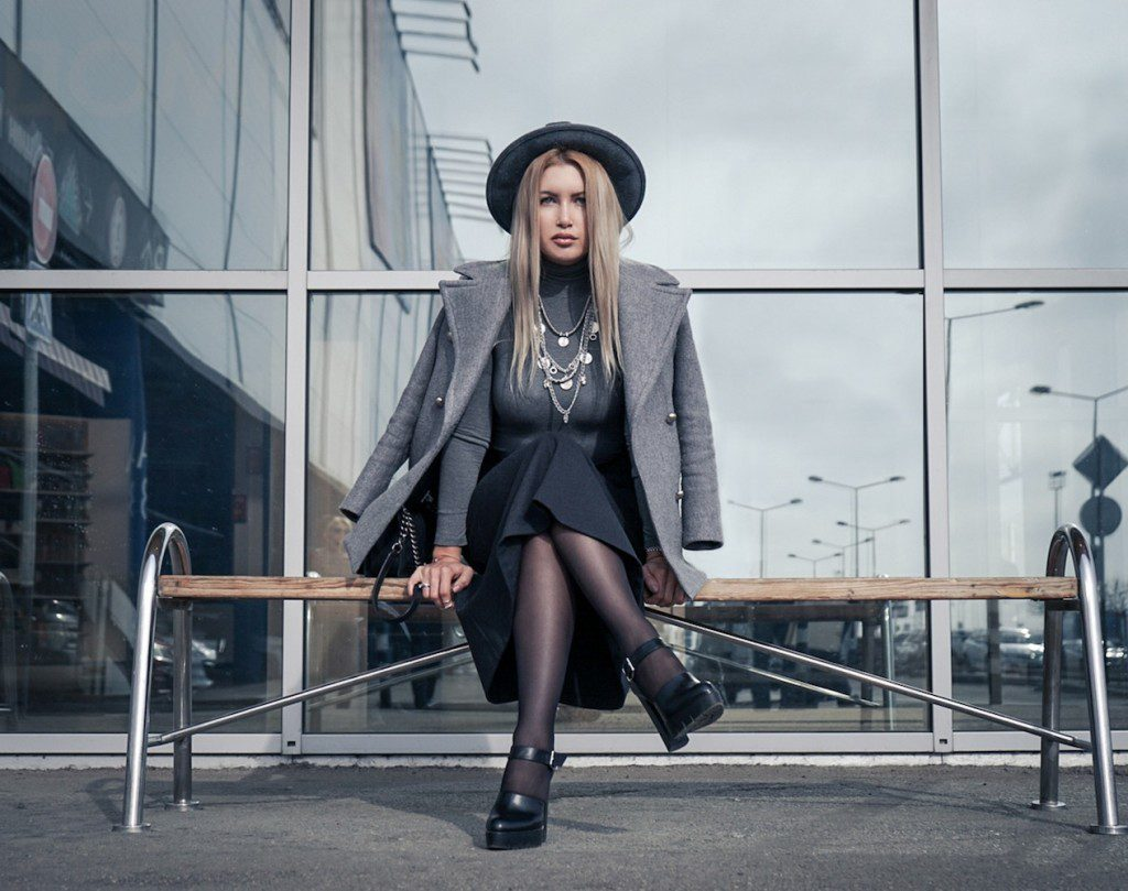 Серый цвет в одежде: красивые сочетания и модные образы