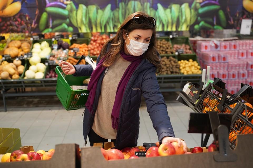 Для предприятий торговли требуют исключить взвешивание самими покупателями продуктов (как, например, часто делается с фруктами и овощами)
