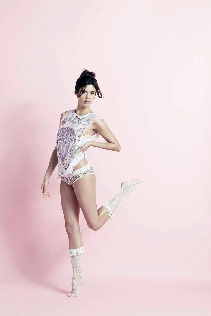 Сара Сампайо  в фотосессии для рекламы нижнего белья Agua Bendita (2014)