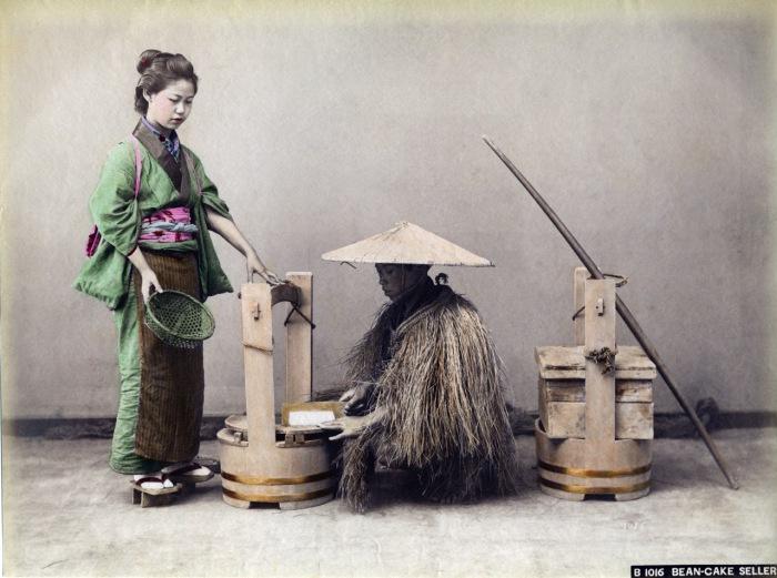 Ёкан (yokan) - это традиционное японское национальное лакомство, основными ингредиентами которого являются паста из красной фасоли, сахар, агар-агар или желатин.