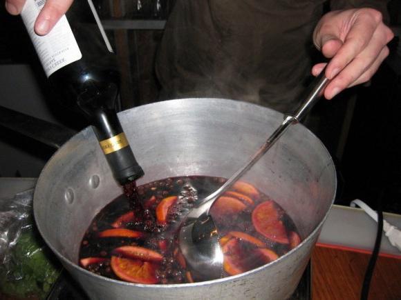 Как готовить глинтвейн из красного вина в домашних условиях