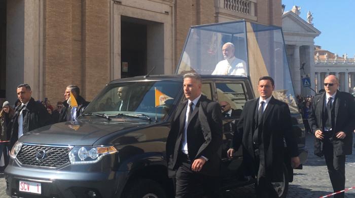 «Папу Римского» посадили в УАЗ