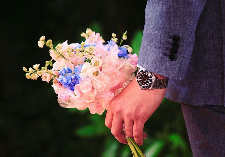 Фото как дарить цветы