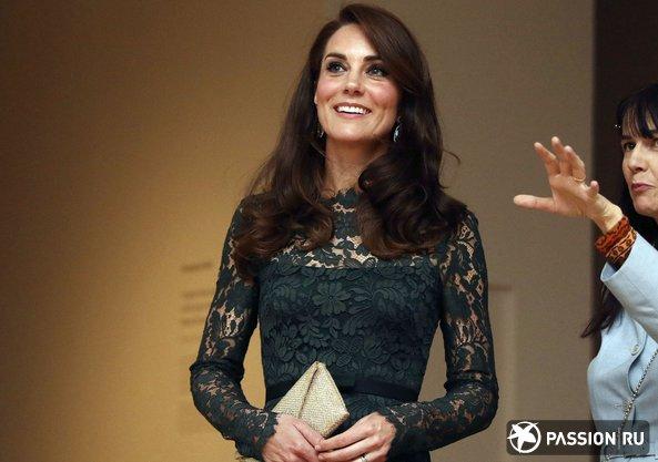 Сияющая Кейт Миддлтон продемонстрировала осиную талию в кружевном платье