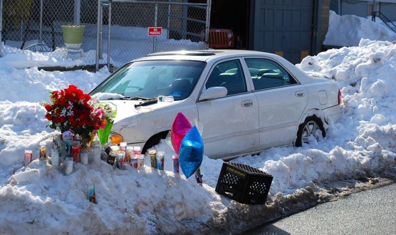 Мама и двое детей умерли в машине, пока отец чистил снег...