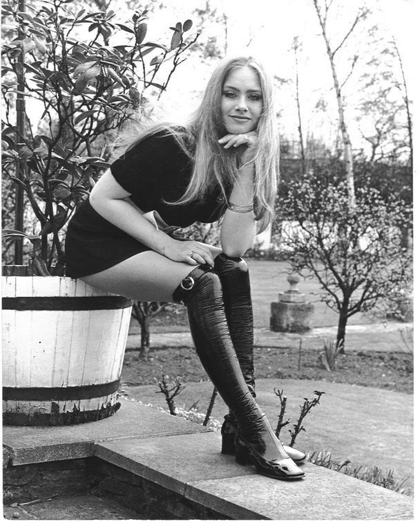 1969 год. Мини-мода достигла своей вершины - выше было уже некуда